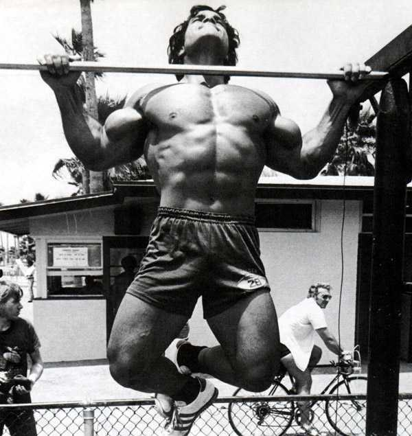 franco-columbu-pull-up