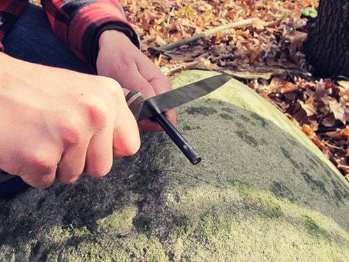 Nôž na prežitie, nôž, survival, bushcraft, armádny, muž, čepeľ, www.pravymuz.sk, pánsky magazín, fire steel, fire starter, magnéziový podpaĺovač