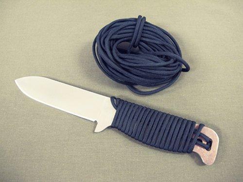 Nôž na prežitie, nôž, survival, bushcraft, armádny, muž, čepeľ, www.pravymuz.sk, pánsky magazín, parakord rukovať