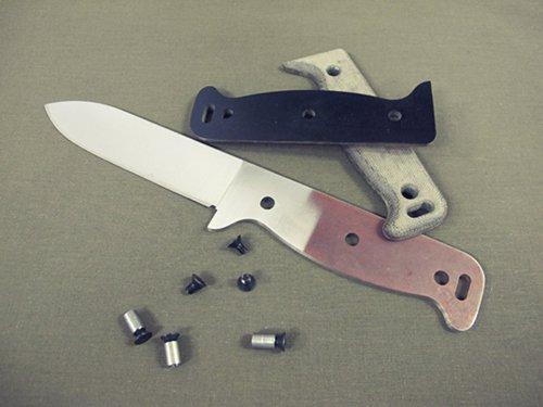 Nôž na prežitie, nôž, survival, bushcraft, armádny, muž, čepeľ, www.pravymuz.sk, pánsky magazín