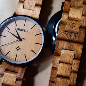 Gravírovanie na náramok drevených hodiniek 02