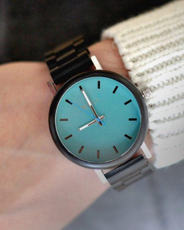 Kolekcia Facile je nová rada drevených pánskych hodiniek slovenskej značky Wolf. Všetky hodinky sú inšpirované krásnou prírodou slovenských hôr.