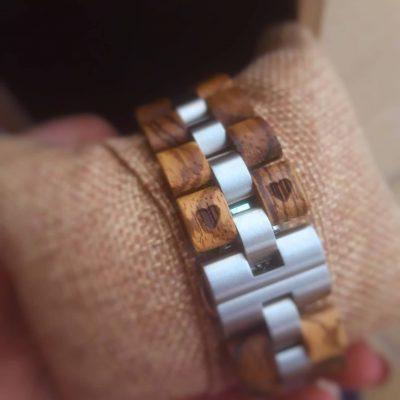 Gravírovanie na náramok drevených hodiniek 01